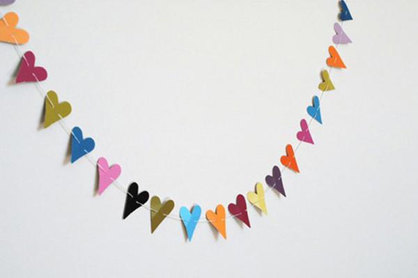 Valentine's Day garland | Sheknows.com