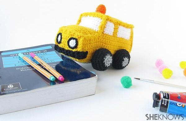 Make an amigurumi school bus