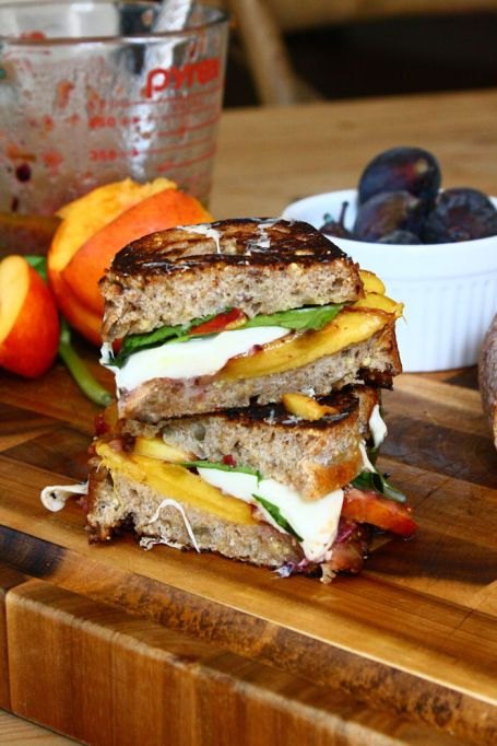 Summer sandwich recipe:Ripe peaches and figs in a delicious and summery grilled cheese.