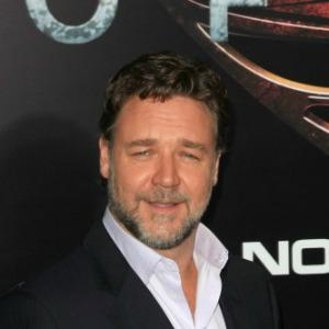 Russell Crowe wants the pope's blessing