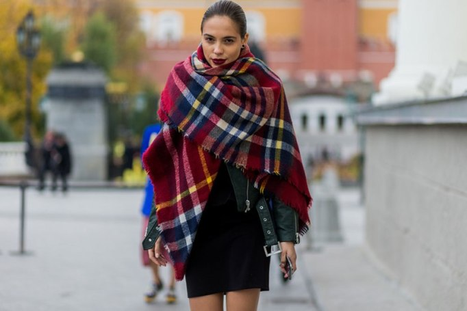 Blanket Scarves to Keep You Cozy This Fall and Winter: The Oversized Scarf | Fall and Winter Fashion 2017