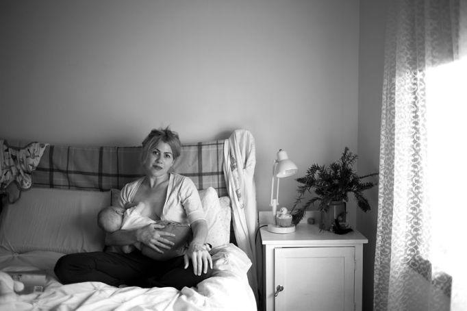 woman breastfeeding in bed