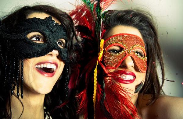 Throw a Venice carnival-themed party this
