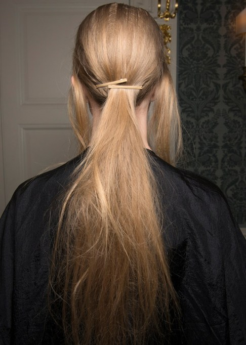 Low-Maintenance Summer Beauty Inspiration Ideas: Long Blonde Hair Pony Tail | Summer Beauty 2017