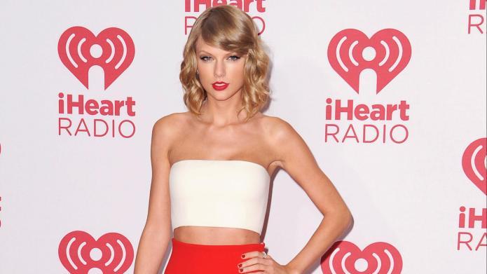 PHOTO: Taylor Swift is a walking