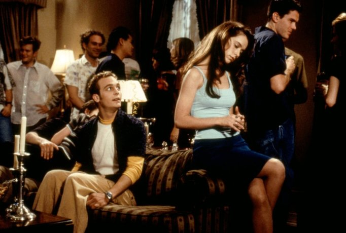 Ethan Embry makes his move on Jennifer Love Hewitt in Can't Hardly Wait