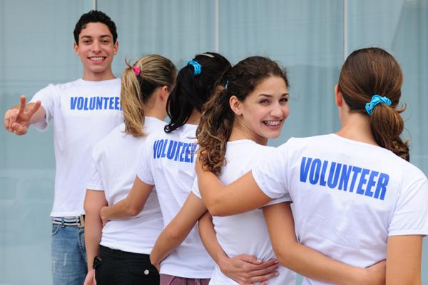 Teens volunteering