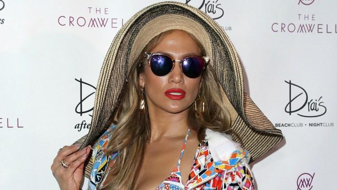 Jennifer Lopez partying with Kim Kardashian