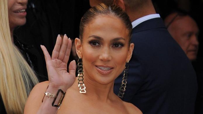 Jennifer Lopez celebrates b-day with Maks