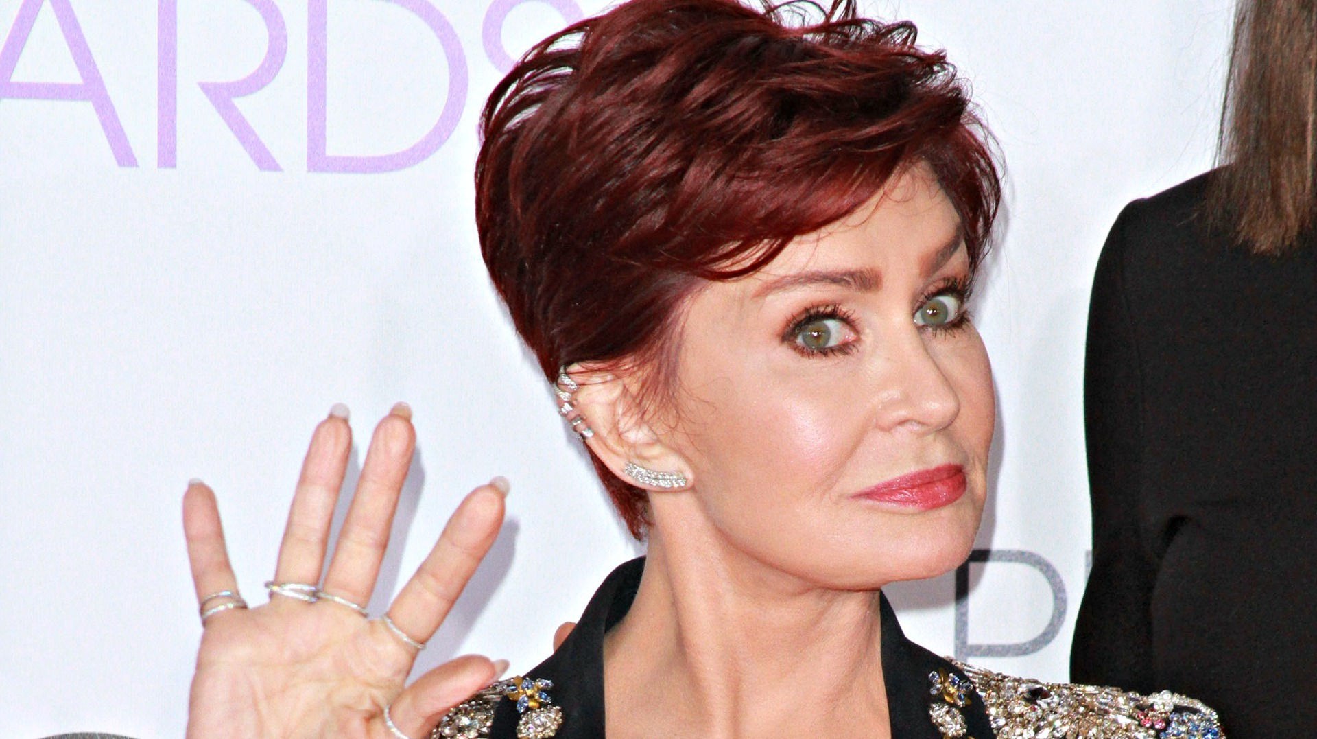 Sharon Osbourne Hilariously Kicked A Random Stage Crasher At The Pcas Video Sheknows