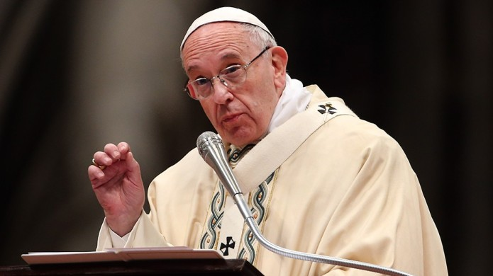 Pope Francis encourages women to breastfeed