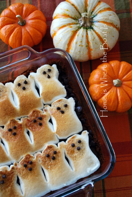 Legitimately Good Halloween Recipes: Ghostly peeps fun brownie s'mores and peeps hot chocolate | Halloween treats 2017