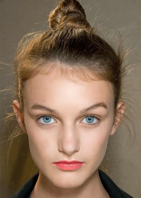 Low-Maintenance Summer Beauty Inspiration Ideas: Dirty Blonde Blue Eyes | Summer Beauty 2017