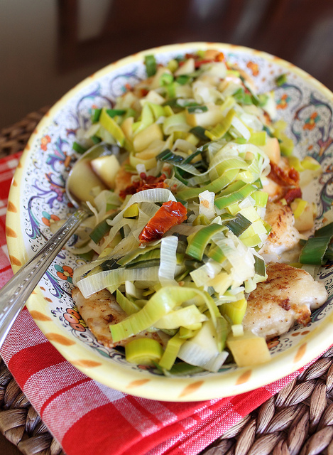 Chicken with leeks, apples, and sun-dried tomatoes