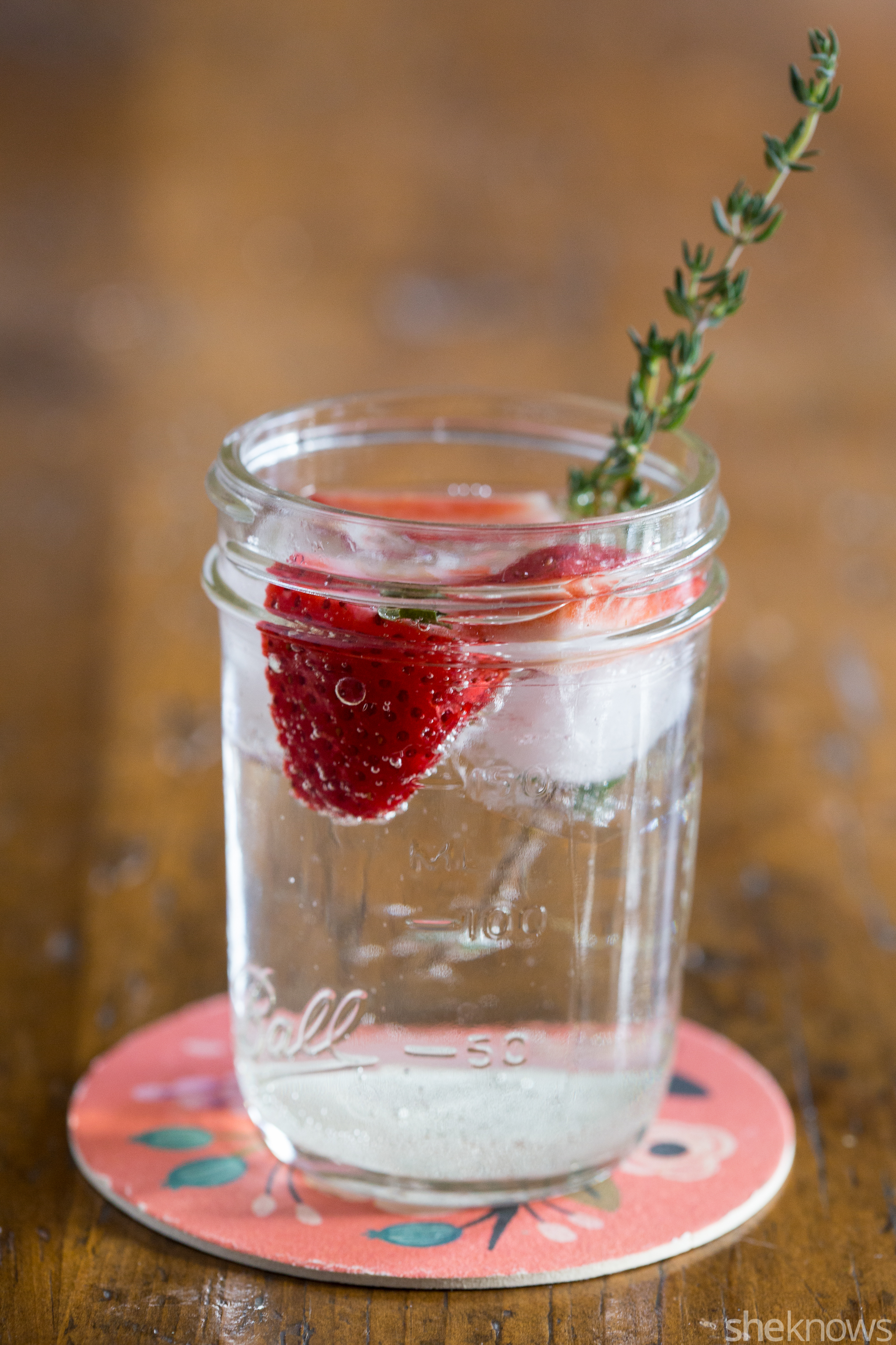 strawberry and thyme white wine spritzer