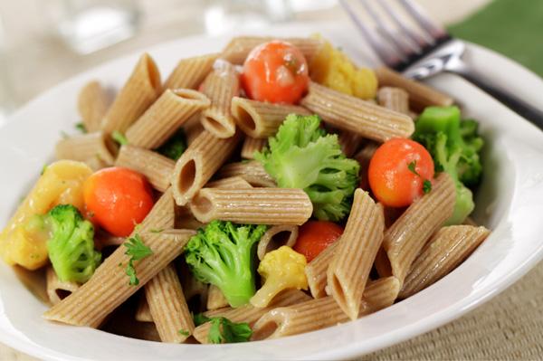 Whole grain pasta with veggies