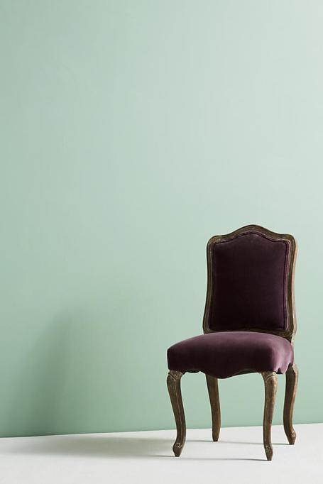 Modern Victorian Decor: Velvet dining chairs add a Victorian touch to your home