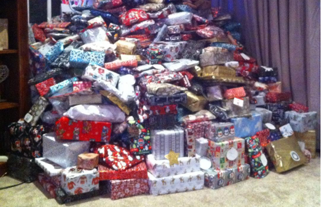 Mom defends her 'disgusting' Christmas tree