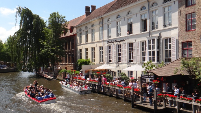 5 Reasons to visit Bruges on
