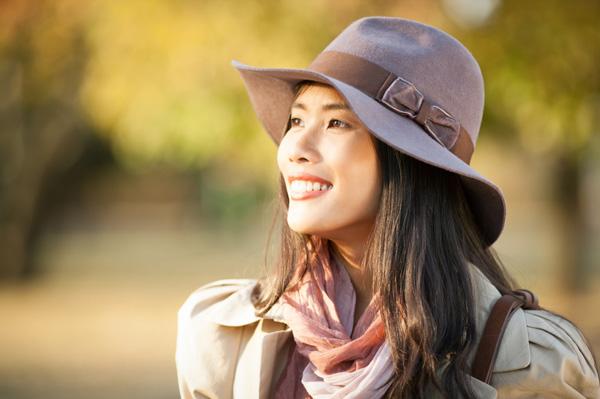 Woman in fall wearing wide-brimmed hat