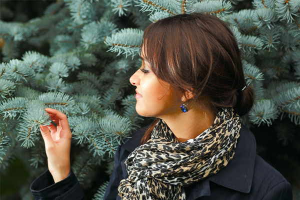 Woman in front of Christmas tree