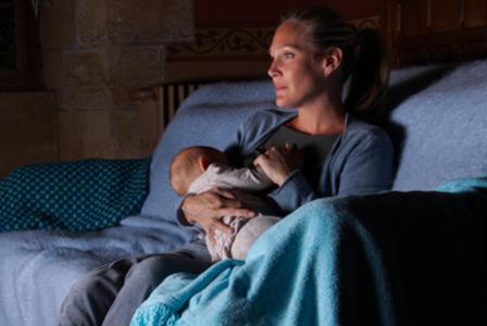 Woman nursing at night | Sheknows.com