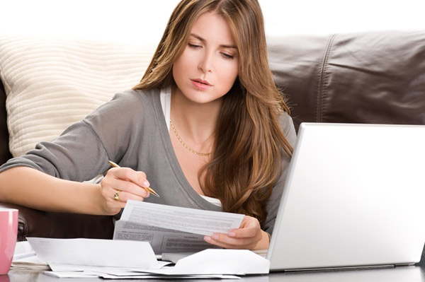 woman preparing her taxes