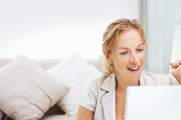 woman scoring deal on internet