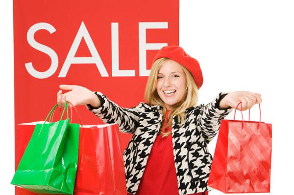 Woman shopping pre-Christmas sales | Sheknows.com.au
