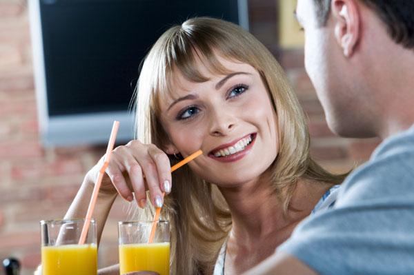 Woman talking to man at bar   Sheknows.ca