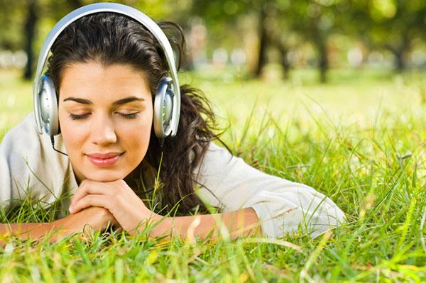 Woman using headphones   Sheknows.com