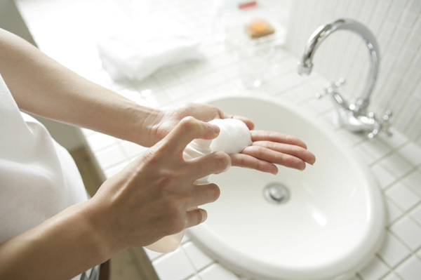 Woman washing hands | Sheknows.com