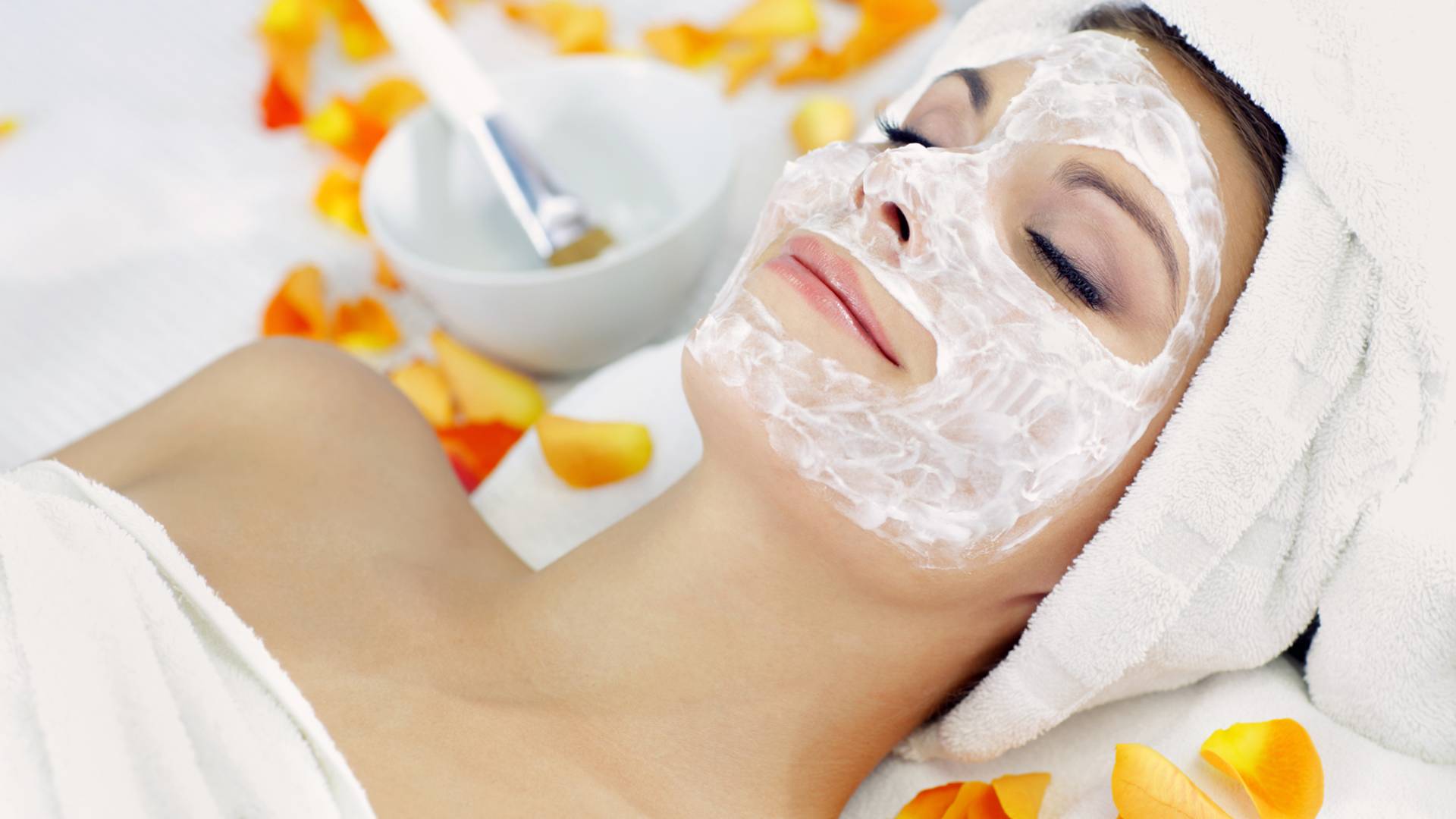 Woman wearing a face mask   Sheknows.com