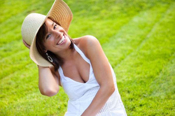 Woman wearing summer hat