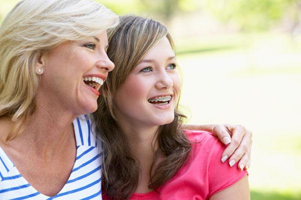 Woman hugging teenage daughter | Sheknows.ca