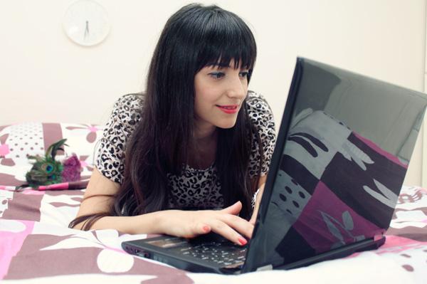 woman typing blog