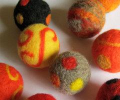 ArtSincerely wool cat ball