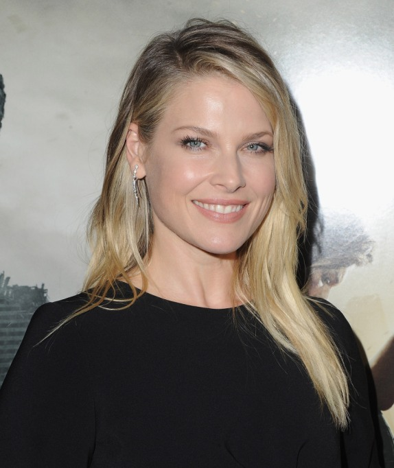 Celebrities On Their Favorite Thanksgiving Dishes | Ali Larter