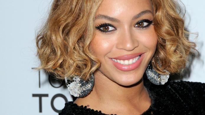 Beyoncé followed Thaisa Costa on Instagram: