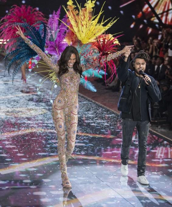 2015 Victoria's Secret Fashion Show Cindy Bruna