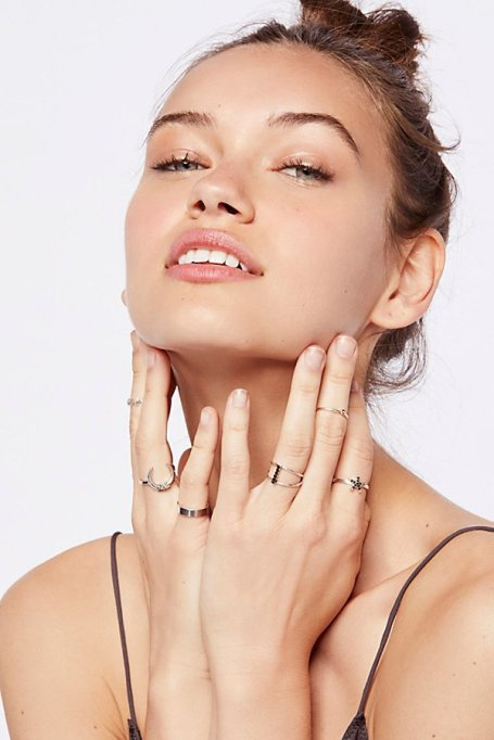 Gorgeous Jewelry Finds That Look Expensive: Riri Mega Ring Set | Inexpensive Jewelry Trends