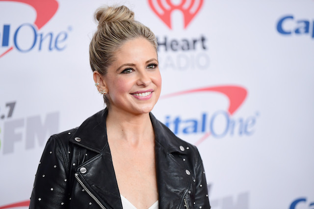 Sarah Michelle Gellar poses in the press room during 102.7 KIIS FM's Jingle Ball 2017