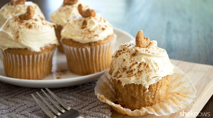 Carrot cake cupcakes with cashew cream