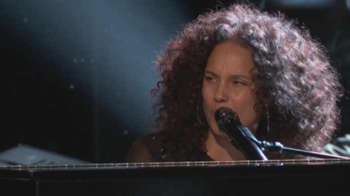 Alicia Keys spreads the love with