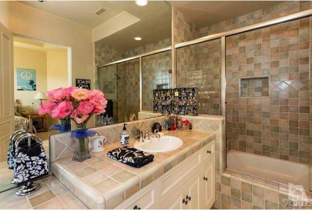 Britney's guest bathroom