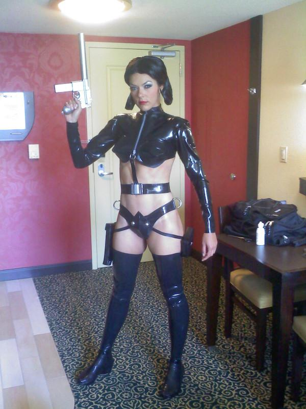 Adrianne Curry kicked out of Comic-Con