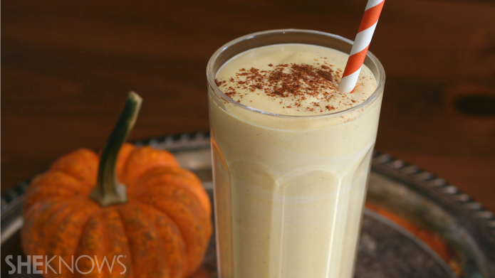 Low-carb pumpkin cheesecake smoothie for warm