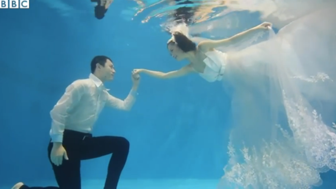 Underwater wedding photos are having a