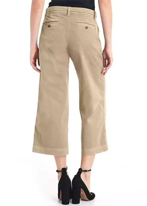 The Best Stores to Shop for Fashion Basics: Gap Wide-Leg Crop Chinos | Summer style 2017