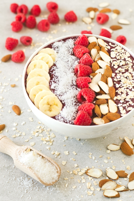 Breakfast Bowls to Fuel Your Mornings: Blueberry smoothie bowl with raspberries and bananas | Healthy Breakfast 2017